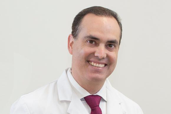 dr carlos martinez traumatologo